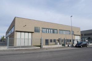 Il mercato dei capannoni a Torino