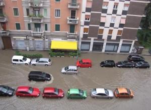 Milano allagata, la città in ginocchio